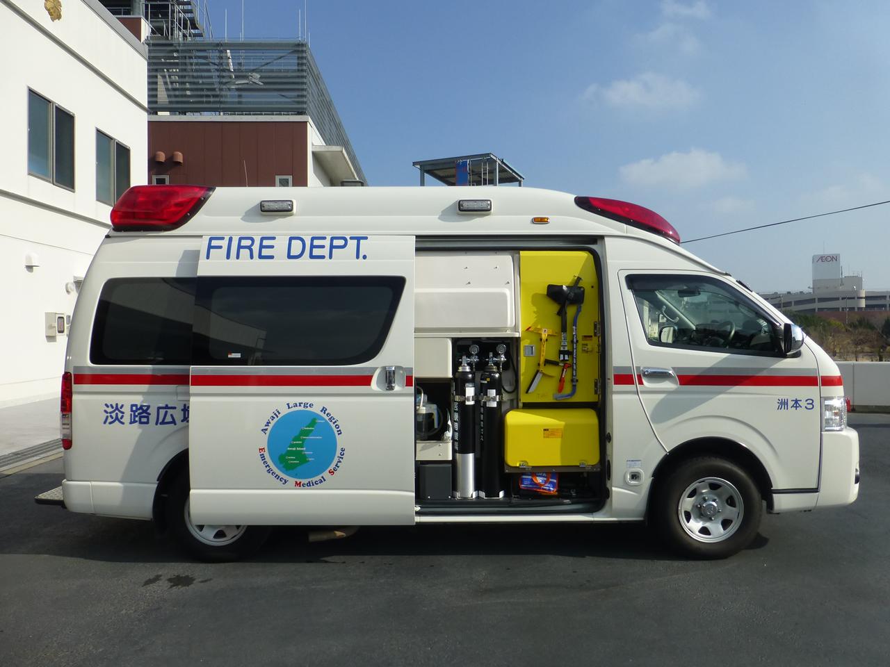 救急自動車(右面)