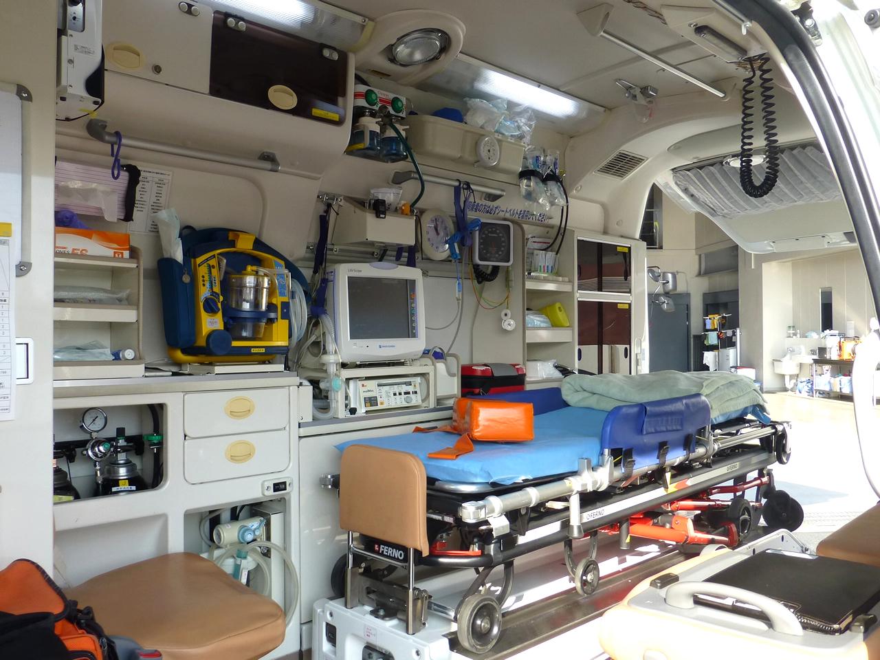 救急自動車(車内)
